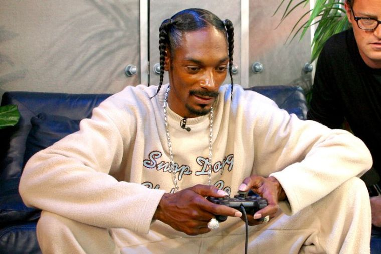 snoop-dogg-plays-video-game